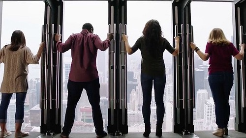 고소공포증 환자는 진절머리 날 100층의 '360 시카고' 초고층 타워