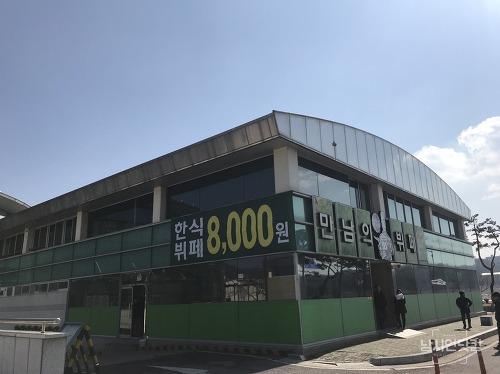 안동 강변 만남의뷔페에서 먹방찍는 중