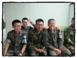 국외여행허가서와 현역 군인 여권...