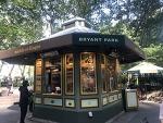 [#난생처음 뉴욕여행 넷째날] #6   뉴욕의 명소: 빌딩 숲 사이에 있는 녹색정원 브라이언 파크 BRYANT PARK / 뉴욕에 왔다면 버스타고 투어하는 건 기본! 버스를 타고 뉴욕을 편하게 즐기는 방법, TH..