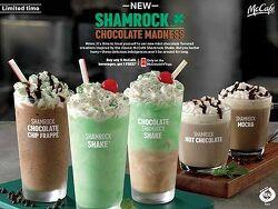 블랜딩 음료의 2가지 맛을 한 번에 느낄 수 있는 빨대 맥도날드 STRAW