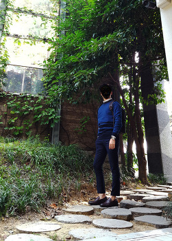 남자 직장인 백팩 패션 [STCO 코디갤러리] 남자 스트라이프 니트 & 남자 슬랙스 로퍼 코디