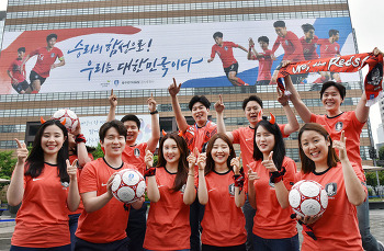 교보생명, 광화문에 월드컵 응원 초대형 래핑 선보여