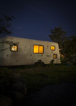어둠, 그리고 화려함. 캠파제주에서 생각을. by 포토테라피스트 백승휴