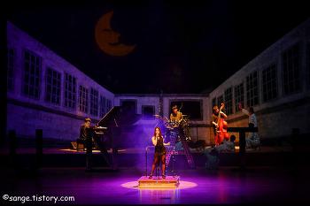 뮤지컬 루나틱 익산예술의전당 공연 스틸 사진 입니다.