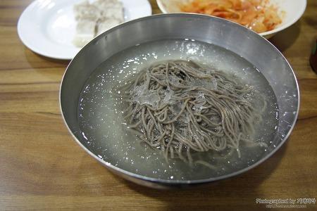처음 느껴 본 맛! 독특한 맛의 동치미로 만드는 물막국수, 답십리 성천 막국수
