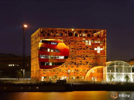 항구도시 프랑스 리옹의 친환경 건축물 오렌지 큐브