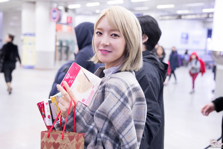 [PHOTO] 161111 김포공항 -  AOA by Girls Grapher