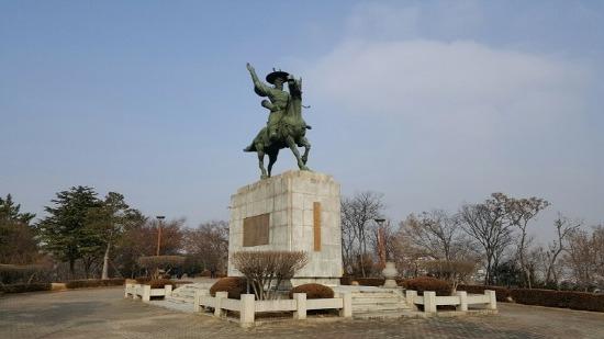 [대구여행] 대구시민들에게 휴식을 즐기기 좋은 곳 '망우당공원', 말을 타고 큰 칼을 찬 홍의장군 곽재우 청동상 /대구여행코스/대구 가볼만한 곳/홍의장군곽재우선생상/망우당 천강홍의장군
