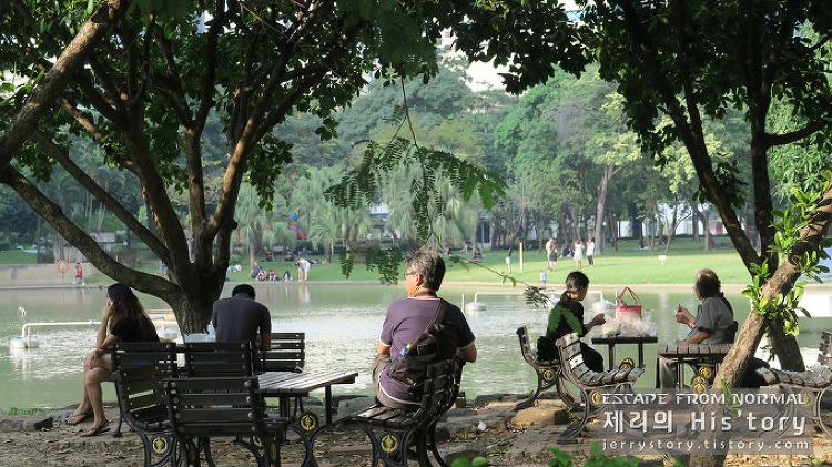 03. 도심 속 공원에서 잠깐의 휴식을 취하다 - 벤자시리 공원