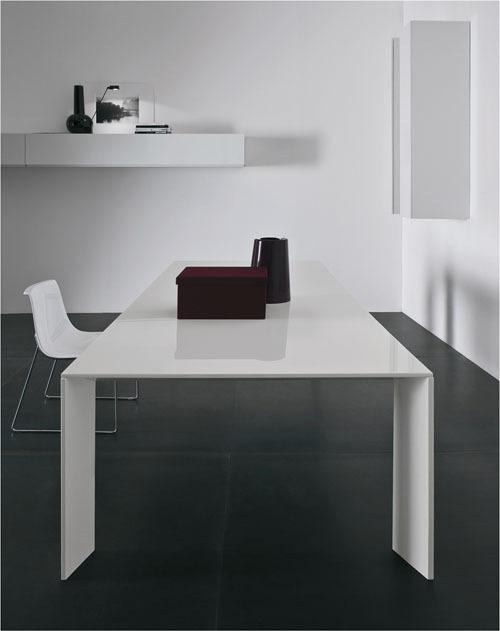 DeBrarian :: 모던하고 미니멀 디자인의 '마뇨 테이블', 'P누볼라 체어'