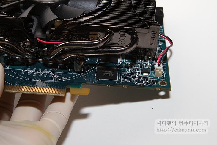 그래픽카드 추천, 배틀필드3 아머드킬, 잘만 HD7850, ZALMAN HD7850, ZALMAN, 잘만, 오버드라이브, 오버클러킹, 소음, 3DMARK 11, 점수, 벤치마크, DP포트, DVI, IT, 그래픽카드, Graphic Card, 전원부, 전력, ZM-VPM1, 그래픽카드 추천 배틀필드3 아머 킷 업데이트 잘만 HD7850  배틀필드3 아머드킬이 최근에 추가가 되었네요. 밤늦게까지 AK마크가 떠있는방에 사람이 엄청 몰려있더군요. 배틀필드3가 잘 돌아가는 그래픽카드 추천을 해봅니다. 잘만 HD7850 인데요. 뜬금 없을지도 모르겠지만 왠만한 게임 잘돌아가고 전력도 적게 먹는편이고 발열도 적고, 소음도 낮은 상당히 괜찮은 그래픽카드 입니다. 괜히 이 그래픽카드 추천을 하는건 아니겠죠. 잘만쿨러가 장착되어 있어서 확실히 조용하고 괜찮네요. 오버클러킹도 잘 되는 편입니다. 오버드라이브를 이용해서 잘만 HD7850의 클럭을 올려보면 1000Mhz까지는 왠만하면 바로 들어가네요. 배틀필드3에서 기본클럭에서도 높음 옵션에서는 전혀 끊히는 느낌 없이 원활하게 게임이 가능 했습니다. 배틀필드3 와 블레이드 앤 소울 등 사양 높은 그래픽카드에 적당한 ZALMNAN HD7850 자세히 알아보겠습니다.