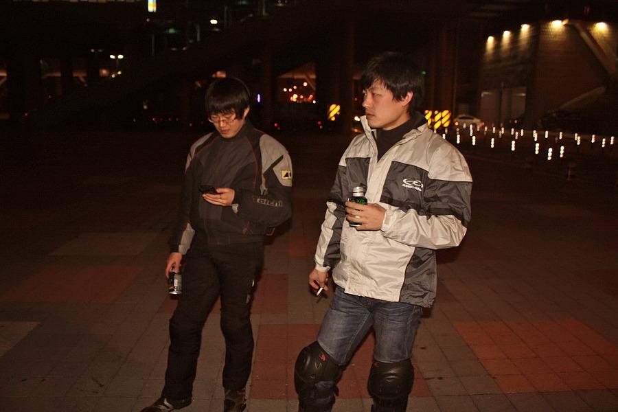 바이크로 달리자 - 야간 유명산 투어 : 140F6D3D4F66908F16834D