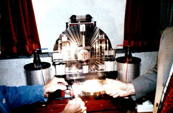 이미지 출처: 구글 이미지 검색, http://www.totalizm.pl/free_energy.htm, 일부 편집수정