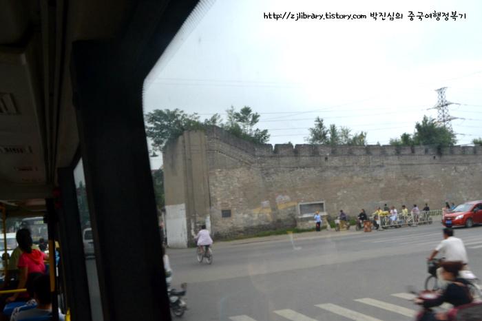 개봉시(카이펑 开封)에 아직도 옛 고성(古城)의 모습이 남아있다.