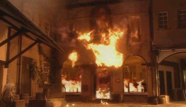 닥터후 시즌1 3화 가스 폭발