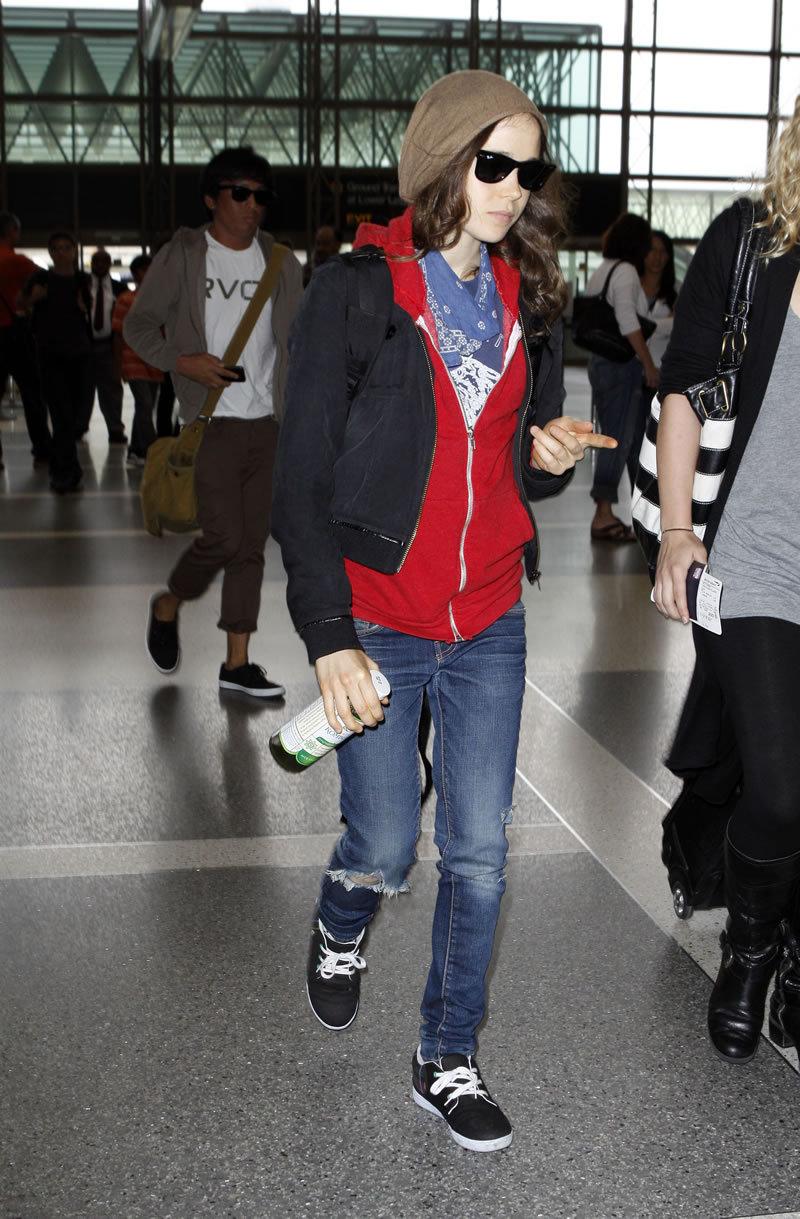 Fashion Style Gossip Man Paparazzi Photos Ellen Page Jeremy Piven Blake Livey Sally Field
