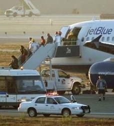 보안 검사를 위해 모든 승객 내려야..