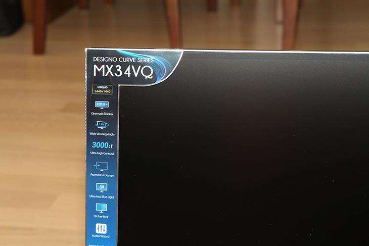 ASUS ,MX34VQ, 34인치 ,21:9, 커브드 모니터 ,하만카돈 ,무선충전,IT,IT 제품리뷰,디자인만 멋진 제품이 아니었습니다. 실제로 써보니 맘에 드는 구석이 많네요. ASUS MX34VQ 34인치 21:9 커브드 모니터 하만카돈 무선충전까지 되는 제품을 소개를 합니다. 활용성을 극도로 끌어올린 제품이라고 볼 수 있는데요. 물론 단점도 있긴 합니다. ASUS MX34VQ 34인치 21:9 커브드 모니터의 화질은 무척 우수 했습니다. 21:9 비율 모니터 중에서 써봤던 것 중에서는 제일 맘에 드네요. 빛반사도 없구요. 가장 맘에 드는 것은 화면의 위아래 길이가 긴 편 입니다. 그래서 게임은 물론 듀얼모니터용으로도 충분한 성능을 보여줍니다.