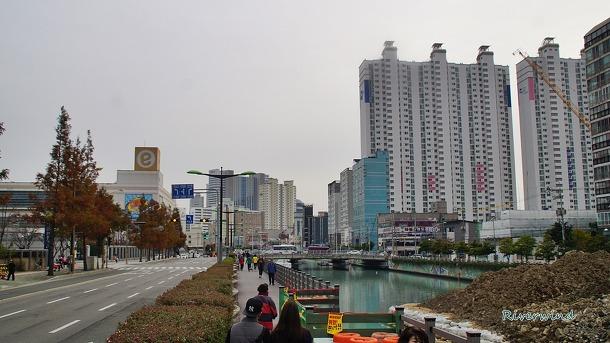 문현금융단지와 그 부근 동천