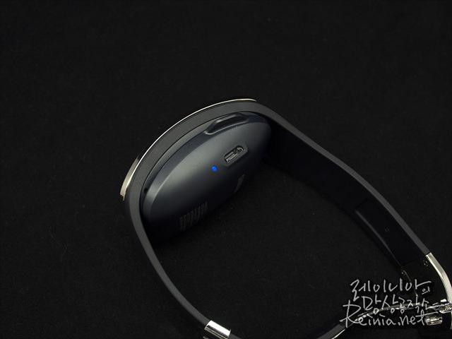삼성 기어S의 배터리 팩 겸용 충전기