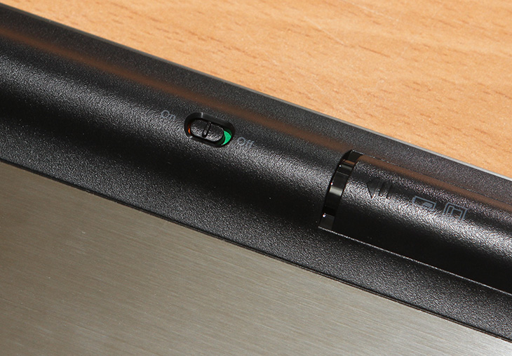 RAPOO E9180P ,무선터치키보드 후기,RAPOO E9180P 무선터치키보드 후기,RAPOO,E9180P,터치패드 키보드,키보드 터치패드,터치패드,touchpad,IT,IT 제품리뷰,후기,거실,거실용 키보드,거실용 터치패드,RAPOO E9180P 무선터치키보드 후기편 에서는 거실에서 쓸만한 키보드를 소개할 것입니다. 블루투스 방식의 키보드는 아니고 무선방식의 제품인데 이 제품이 좀 특별한것은 5GHz 신호를 사용하며 터치패드가 키보드 측면에 붙어있는 것 입니다. 대우루컴즈 스틱PC용으로 RAPOO E9180P 무선터치키보드를 사용해 볼것인데요. 사용할때 장점 단점을 적어보려고 합니다. 대우루컴즈 스틱PC는 무소음에 작은 크기 그리고 어떤 디스플레이에 장착해도 바로 PC로 만들 수 있는 점 때문에 꽤 유용한데요. 거실에 있는 TV를 컴퓨터로 만들거나 또는 작은 디스플레이를 PC로 만들어서 좁은 공간에서도 컴퓨터로 활용할 수 있습니다. RAPOO E9180P 무선터치키보드는 키보드에 터치패드가 붙어있는 형태로 좁은 공간에서 사용할 때 키보드와 마우스 역할을 하는 터치패드로 좀 더 편안하게 사용할 수 있습니다. 윈도우8.1 이상의 운영체제가 들어가 있으므로 터치패드의 감도도 그전보다 훨씬 좋습니다.