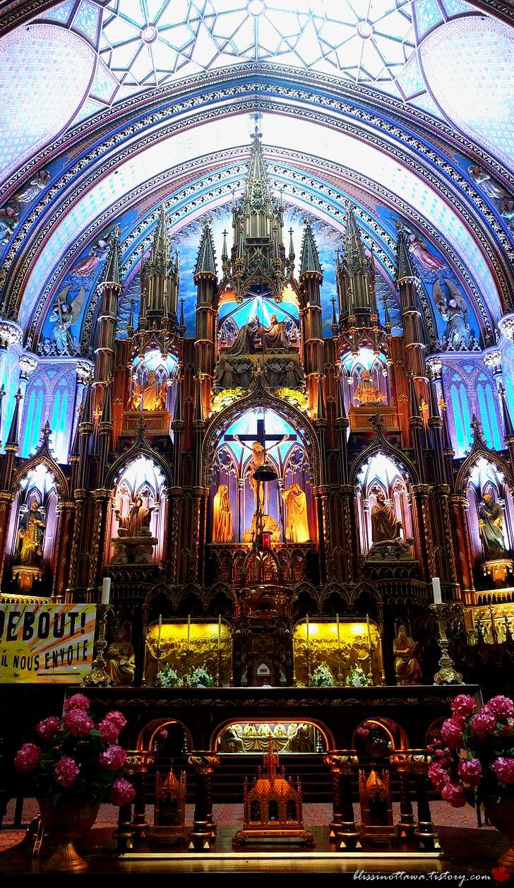 몬트리올 노트르담 성당 성소와 제단입니다