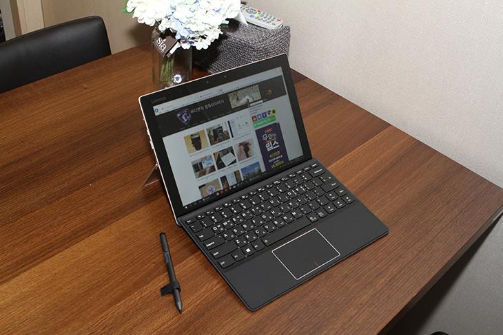 레노버 노트북, MIIX 720, 2 in 1 ,액티브펜2 ,썬더볼트3, 편리함,IT,IT 제품리뷰,휴대할 때는 태블릿PC 처럼 그리고 책상에서는 노트북 처럼 사용할 수 있습니다. 레노버 노트북 MIIX 720 2 in 1 에 대해서 알아볼텐데요. 액티브펜2 썬더볼트3 편리함이 돋보이는 제품 이었습니다. 하나씩 살펴보니 좋은 점이 더 있었는데요. 레노버 노트북 MIIX 720 2 in 1 제품은 성능이 상당히 좋은 제품 이었습니다. 벤치마크를 한 자료도 같이 올려봅니다. 필요에 따라 언제 어디서든 들고 다니면서 메모를 하고 필요하면 노트북처럼 사용할 수 있는 제품 살펴봅니다.