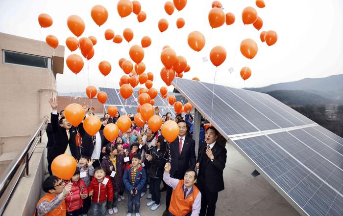한화, 한화그룹, 한화데이즈, 한화블로그, 한화데이즈 블로그, 한화그룹 블로그, 태양광, 한화 태양광, 녹색성장, 녹색성장 환경, 녹색성장 기후변화, 개발도상국, 경제성장, 온실가스 배출, 에너지 공급, 에너지 수요, 신재생에너지, 풍력 에너지, 수력에너지, 국제개발기구, 태양광에너지, 태양광 발전시설, 중동 북아프리카 지역, 사막 태양광, 가정용 태양광 패널, 태양광 패널, 재생에너지, 전기에너지, 캄보디아, 킬링필드, 중국 정부, 유엔개발계획, 한국국제협력단, KOICA, 공적개발원조, ODA, 킬링필드 내전, 캄보디아 공적개발원조, 시엠립, 프놈꿀렌 마을, 전기 배전망, 태양광 패널, 태양광 발전소, 캄보디아 국민, 캄보디아 국가유공자, 독립형 태양광 발전소, 저탄소 성장