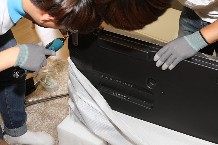 제노스, ZT-5504KUHD, 벽걸이, 설치기, 게임해보기,IT,IT 제품리뷰,UHD TV를 꼭 사용해보고 싶었는데요. 기회가 생겼네요. 제노스 ZT-5504KUHD 벽걸이 설치기 및 게임해보기를 해보려고 합니다. 그전에 사용하던 모니터는 46인치였는데요. 스마트TV이긴 하지만 FHD 이기 때문에 뭔가 많이 아쉬웠습니다. 이번에 55인치 UHD로 바뀌면서 좀 더 고화질 컨텐츠도 즐길 수 있게 되었는데요. 제노스 ZT-5504KUHD는 앞에 S가 붙은것과 안붙은 모델이 있는데요. 이건 안붙은 모델입니다.