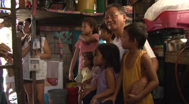서영남 민들레 국수 대표와 필리핀 아이들