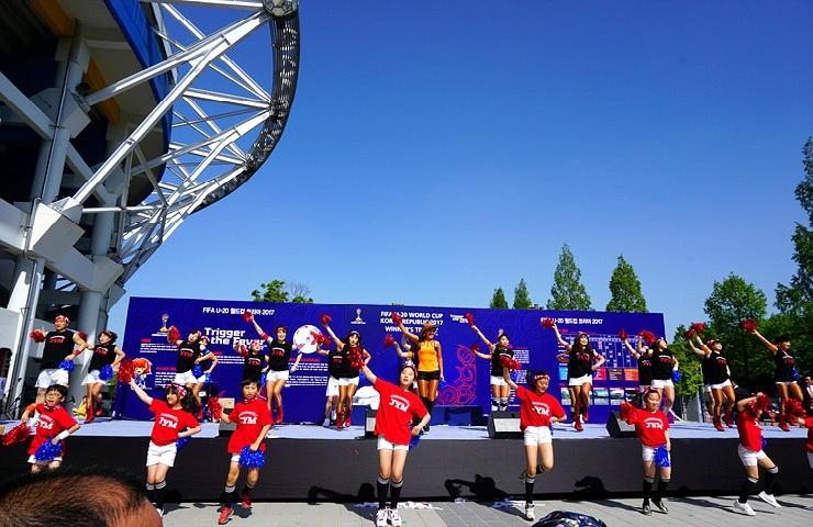 FIFA U-20 월드컵 트로피 플래시몹 공연
