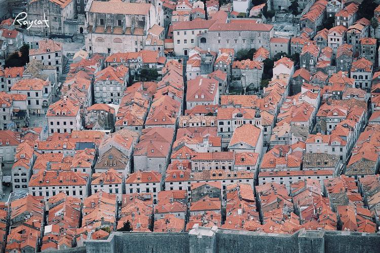 크로아티아 두브로브닉의 빨간 지붕