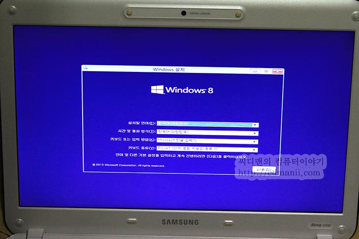 윈도우 8.1 USB 설치, 윈도우 8 USB 설치, Windows 8 USB 설치, 윈도우8, IT, USB 설치, 울트라ISO, UltraISO, 포터블,윈도우 8.1 USB 설치 방법과 윈도우 8 USB 설치는 동일 합니다. 각 운영체제 ISO 파일을 구했다고 쳤을 때 그것을 부팅가능한 USB 드라이브를 만들어보도록 하겠습니다. UltraISO를 이용해서 할 것이며 지금 이 문서를 그대로 따라하면 윈도우 8.1 USB 설치를 그대로 할 수 있습니다. 유틸리티도 여기 다 올려둘테니 참고하세요.  물론 각 운영체제 ISO는 따로 구하셔야 합니다. 찾아보면 거의 공개로 구할 수 있는곳도 있고 토렌트 등으로도 구할 수 는 있죠. 구한 다음 테크넷에 공개된 해시값과 비교해보면 올바른 파일인지 알 수 있습니다. 참고로 이 방법은 윈도우7에도 그대로 적용이 됩니다.
