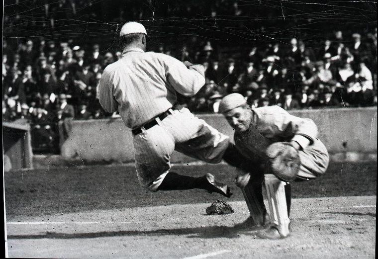 데드볼 시대 타이 콥을 가장 잘 설명한 사진, 격투기 시합 사진이 아니라 야구 사진이다. ty cobb