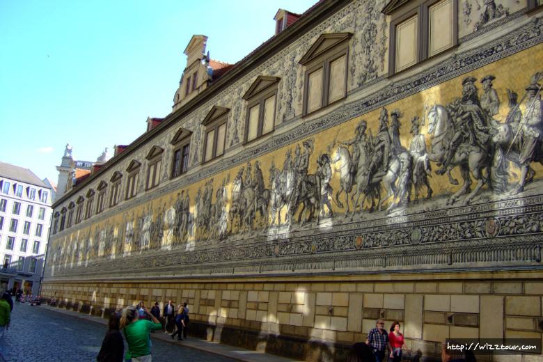 아우구스트 거리의 슈탈호프 벽 '군주의 행렬' 벽화