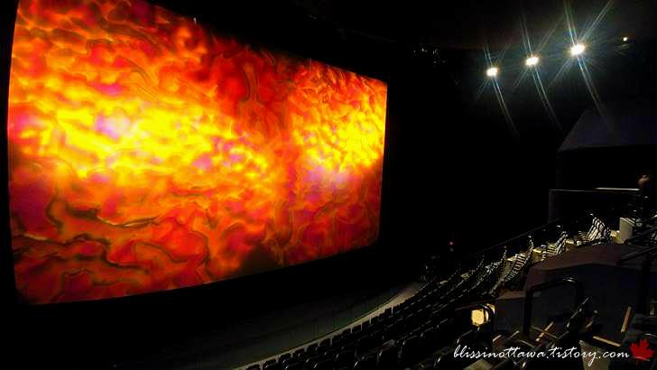 캐나다 IMAX 영화관입니다