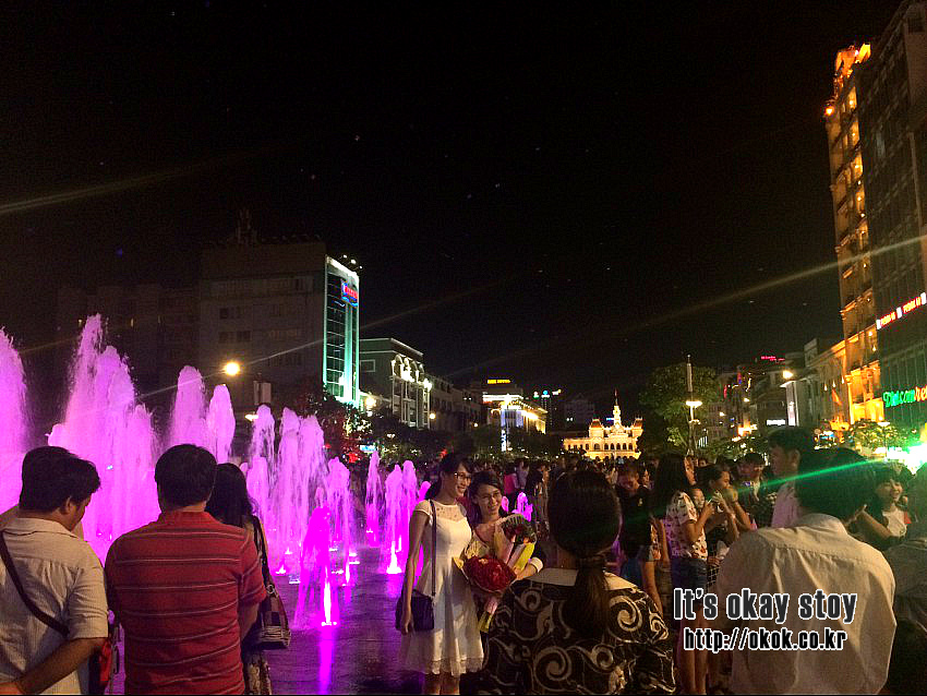 [베트남 여행] 베트남 호치민 즐기기 - 저녁 산책으로 좋은 시청광장 (인민위원회 청사)+ 호치민스타벅스