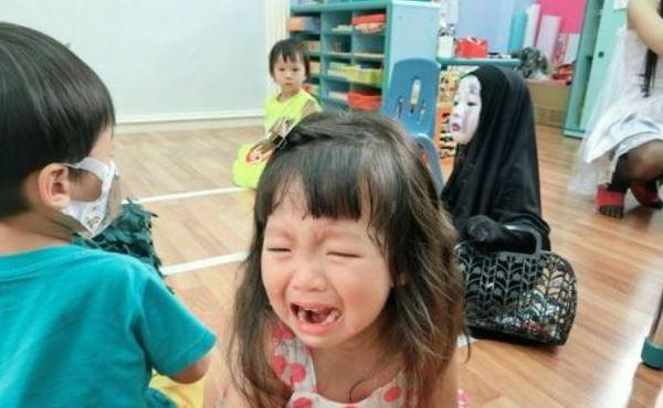 가오나시 분장으로 친구를 울린 일본 아동