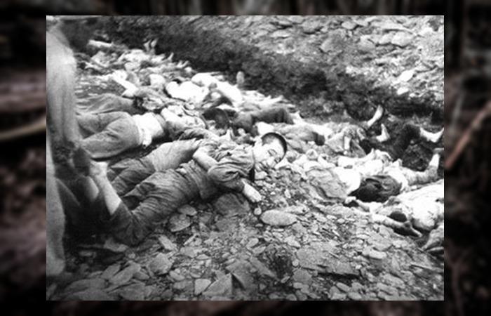 사진: 한국전쟁에 참전한 미군이 촬영한 보도연맹 학살사건 사진. 죽음을 앞두고 안타깝게 바라보는 시선이 슬프다. 마산 여양리 뼈무덤은 지금까지 그 사실조차도 모르고 있었다. [보도연맹 학살사건의 진실]