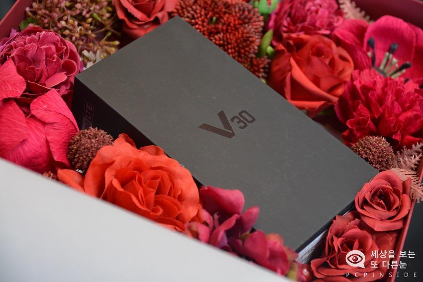 조금 특별한 V30을 만나다! V30 라즈베리 로즈 발렌타인 패키지 언박싱 리뷰