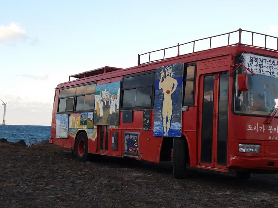 """제주도에서 본 독특한 버스.. """" 이런 버스 처음 보네! """""""
