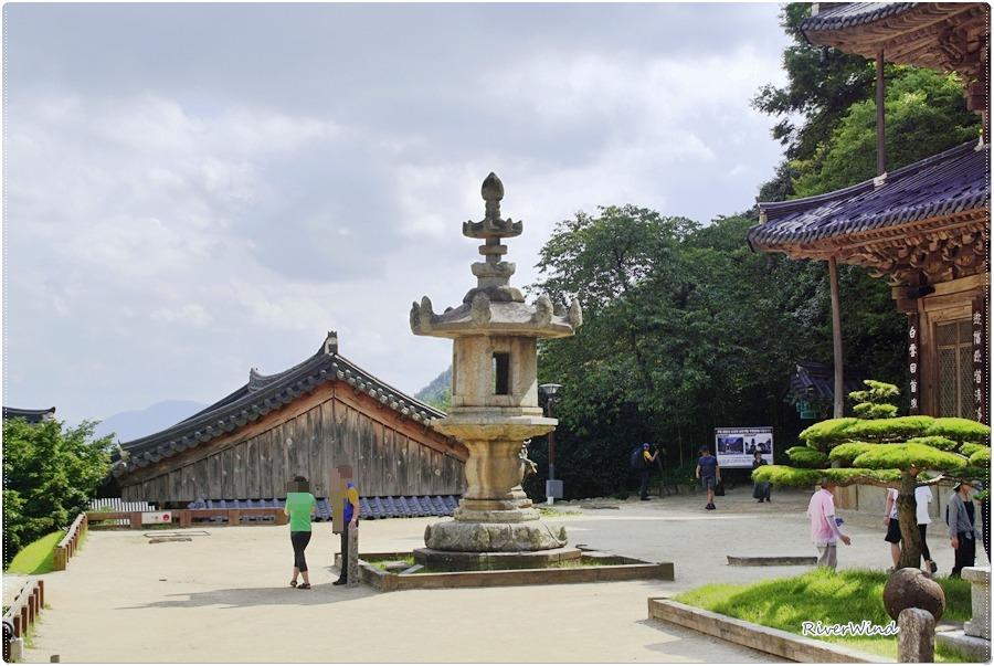 구례 화엄사 각황전(求禮 華嚴寺 覺皇殿)앞 석등(石燈).