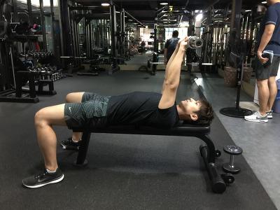라잉 트라이셉스 익스텐션-Lying Triceps Extension