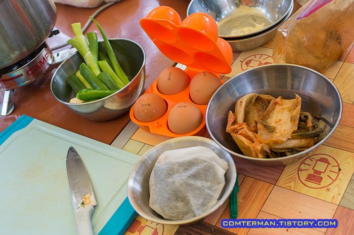 콩나물국밥 재료 계란 파 다시팩 김치