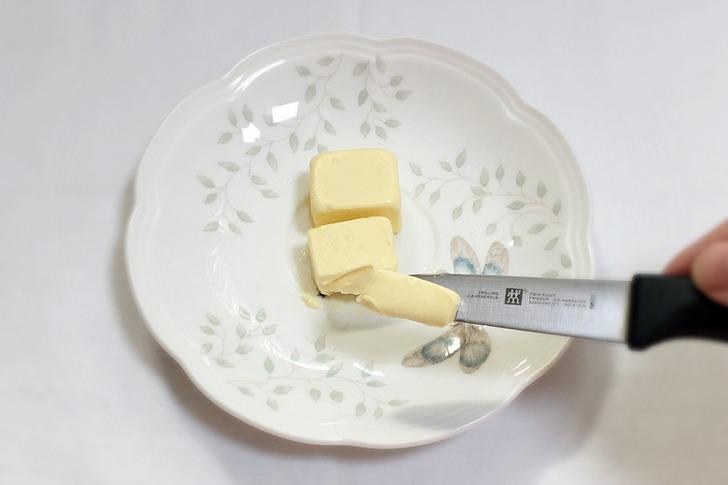 딱딱해진 버터 쉽게 빵에 발라먹는 팁